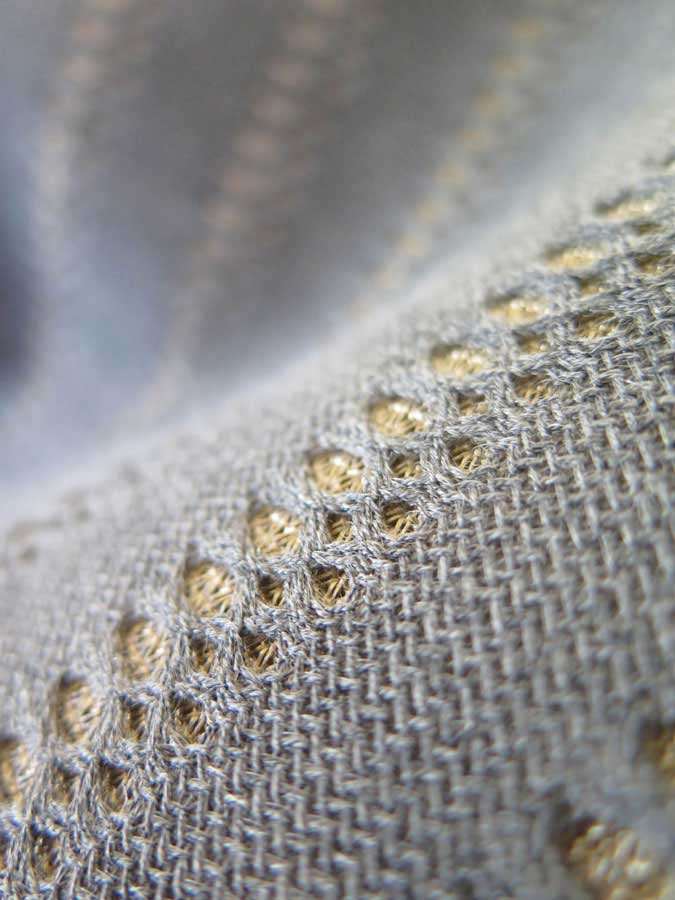 THE TRIDIMENSIONAL FABRIC EMBRACES THE NATURAL FIBRES