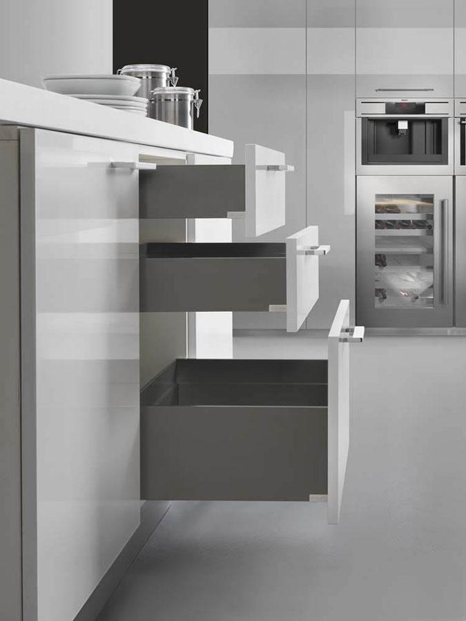 Lineabox: il nuovo cassetto metallico di Salice  558