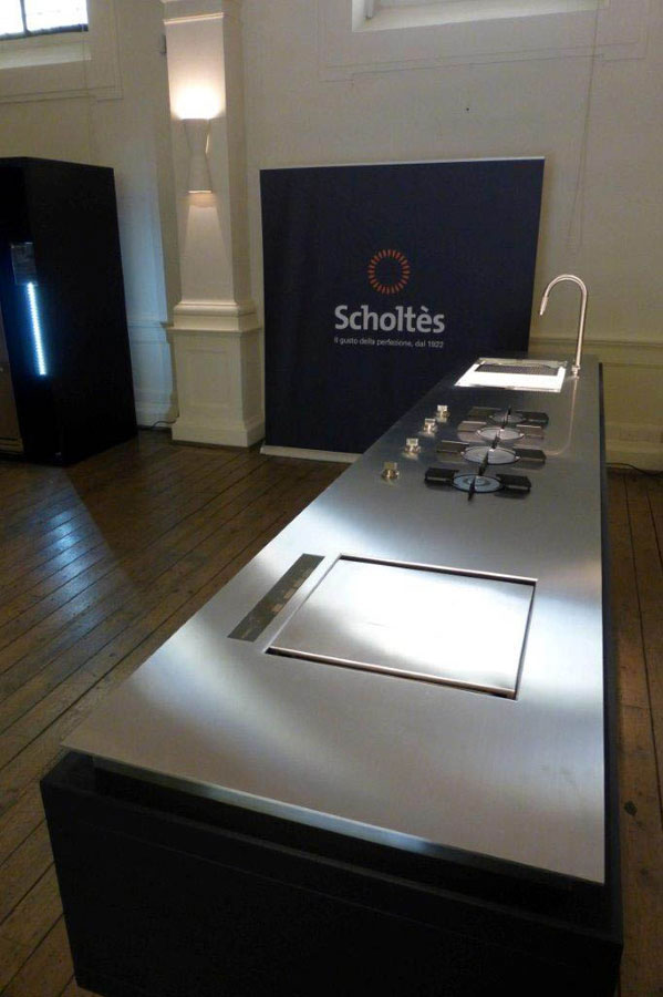 Scholts with a road show deccezione