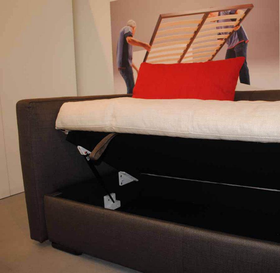 Il sistema TipUp solleva anche divani e chaise longue 1
