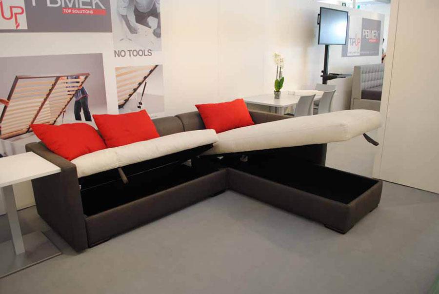 Il sistema TipUp solleva anche divani e chaise longue 552