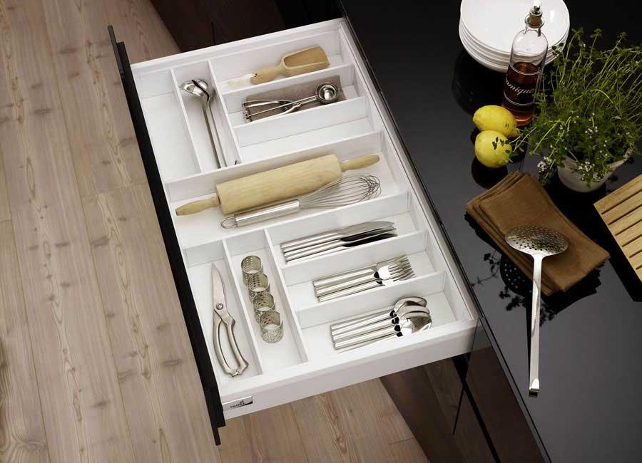 sistema per cassetti arcitech di hettich con l 39 organizzazione interna spazio e ordine sono garantit. Black Bedroom Furniture Sets. Home Design Ideas