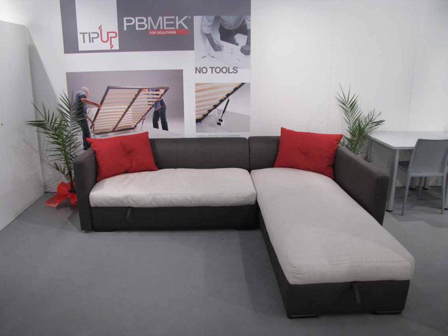 Il sistema TipUp solleva anche divani e chaise longue 0