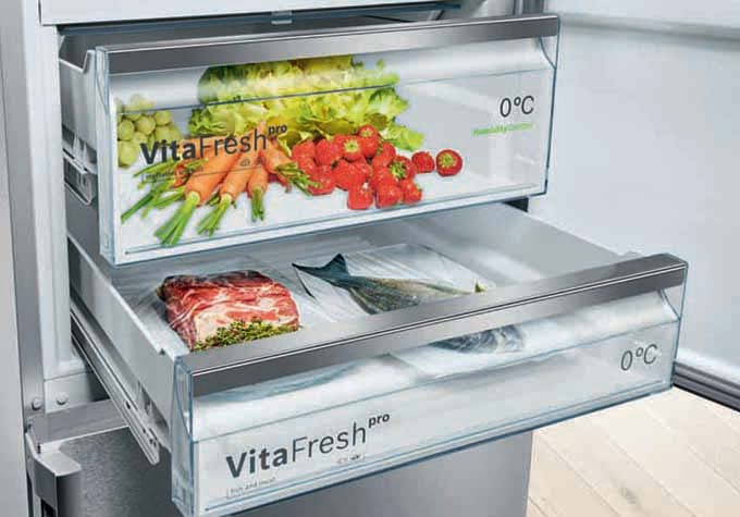 Bosch fridge and freezer with VitaFresh technology and Home Connect 10144