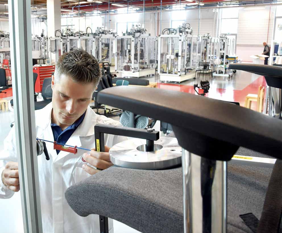 Inauguración del nuevo laboratorio de mobiliario de Catas 10452