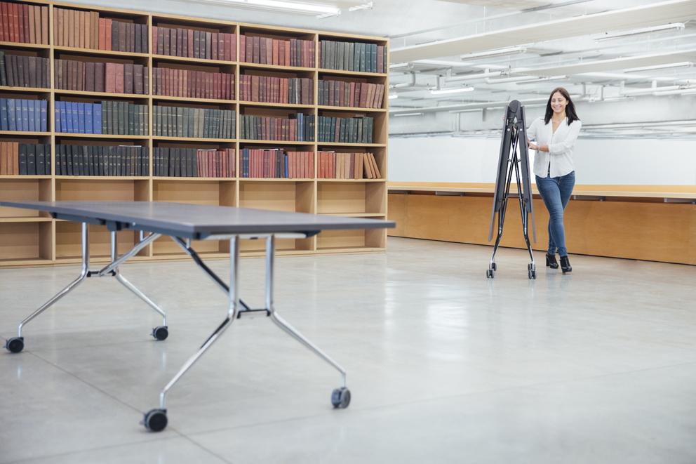 I nuovi tavoli salvaspazio e pieghevoli di Mara