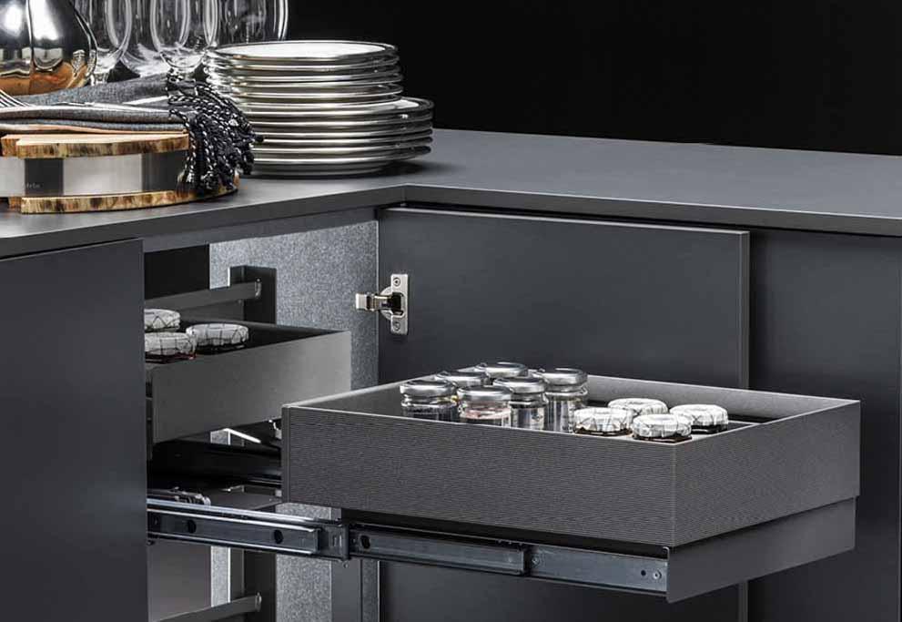 Soluciones interiores para armarios de cocina Vibo y mecanismos de esquina: funcionalidad y practicidad