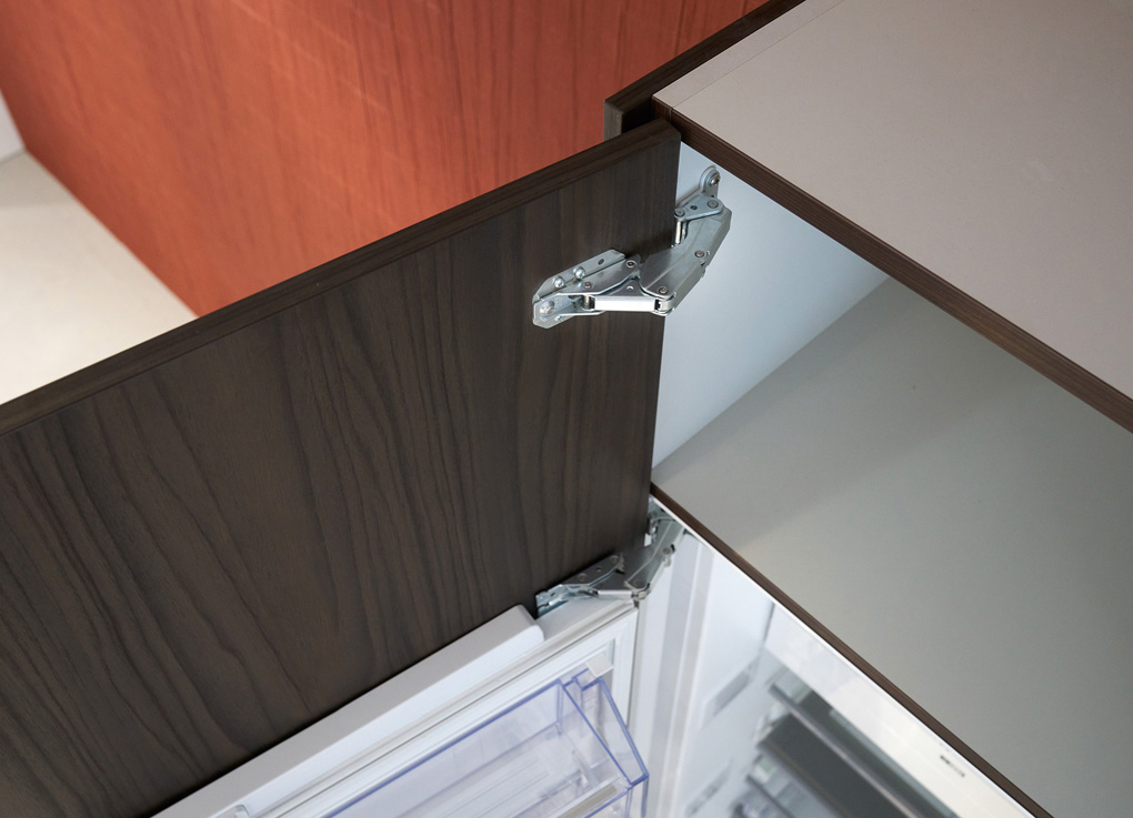Hettich Kamat hinge for fronts that exceed the height