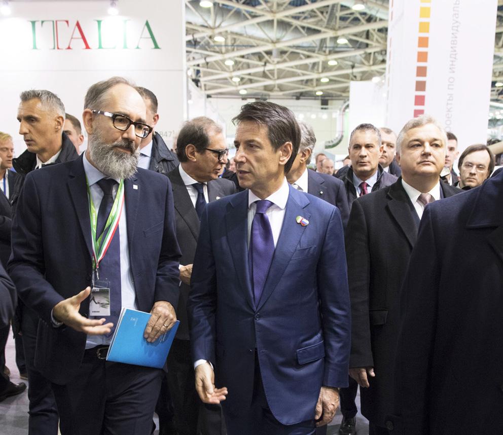Il premier Conte incontra le tecnologie italiane per il legno in mostra a Mosca