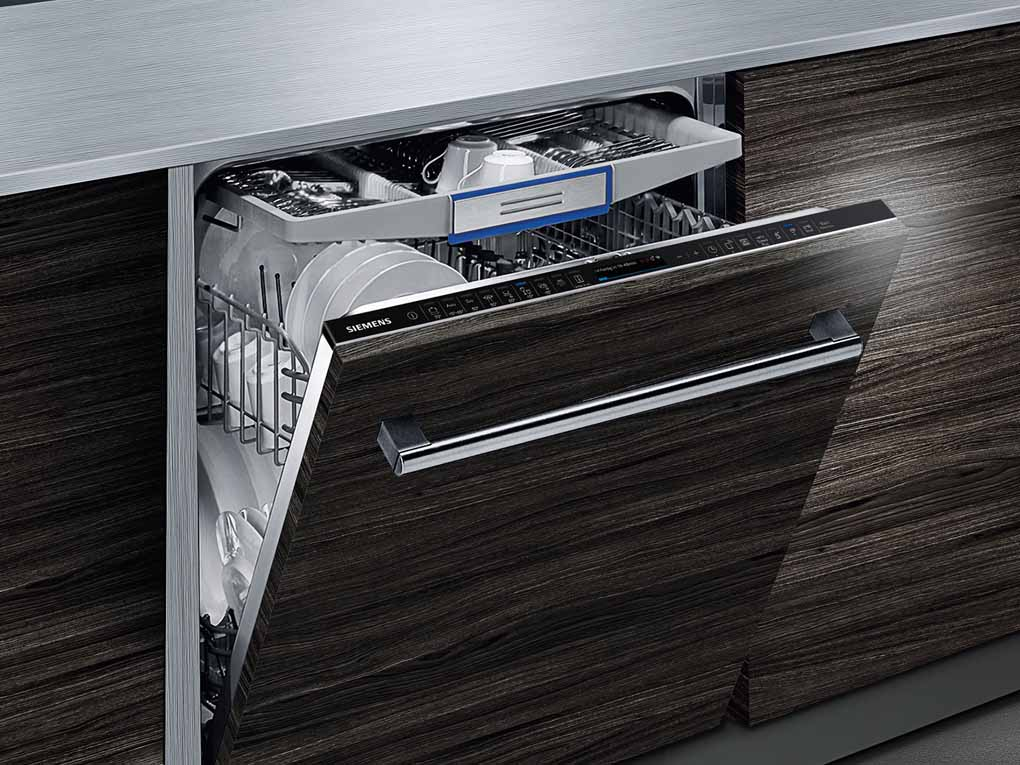 Lavastoviglie con sistema brilliantShine di Siemens