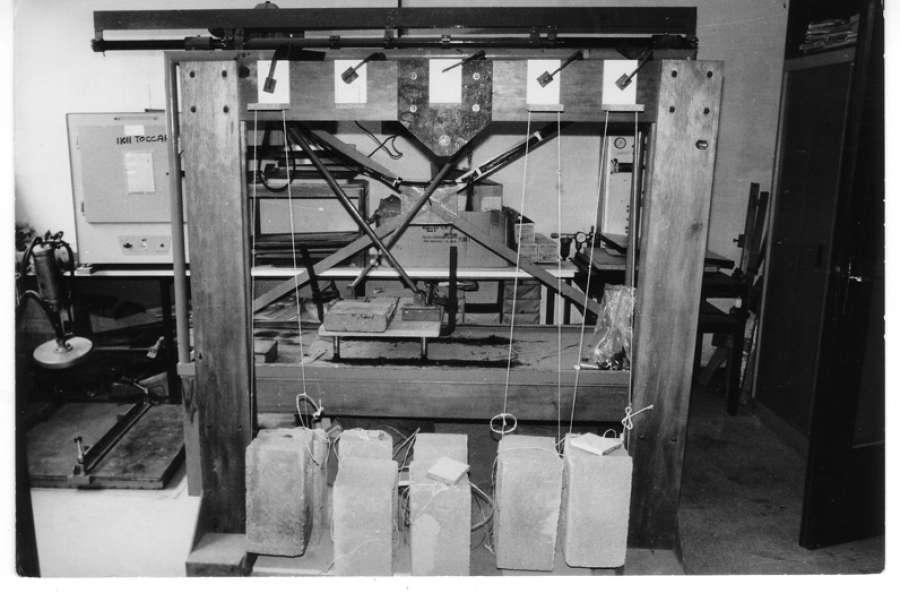 Catas, anni 70 Prove su giunzioni angolari