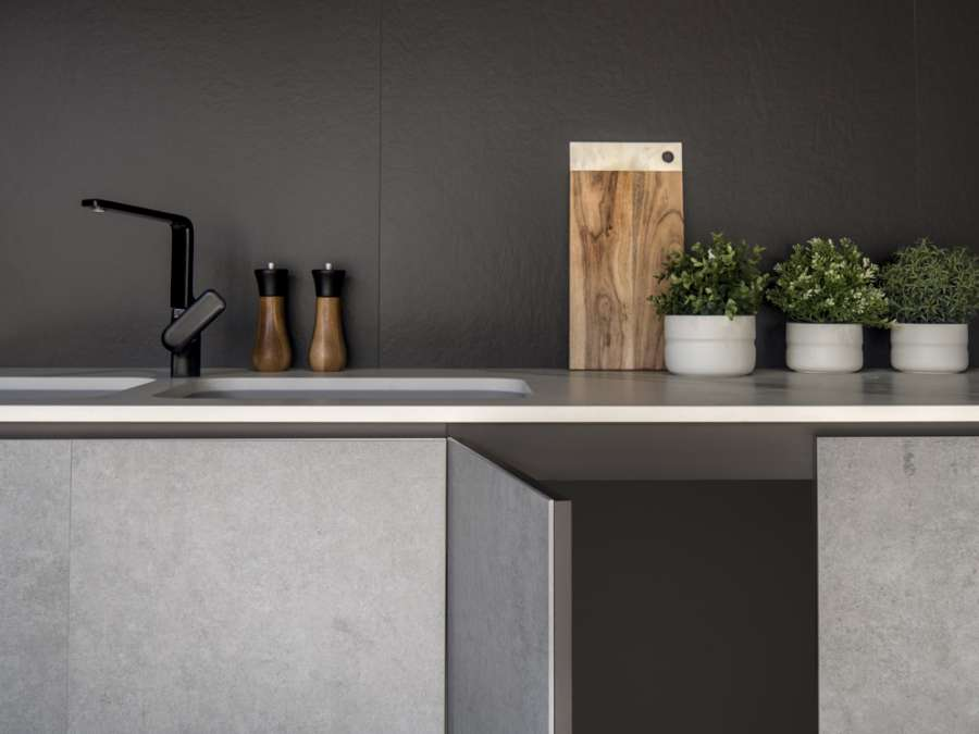 The ultra-compact Dekton® surface proposed in the new Slim format 1