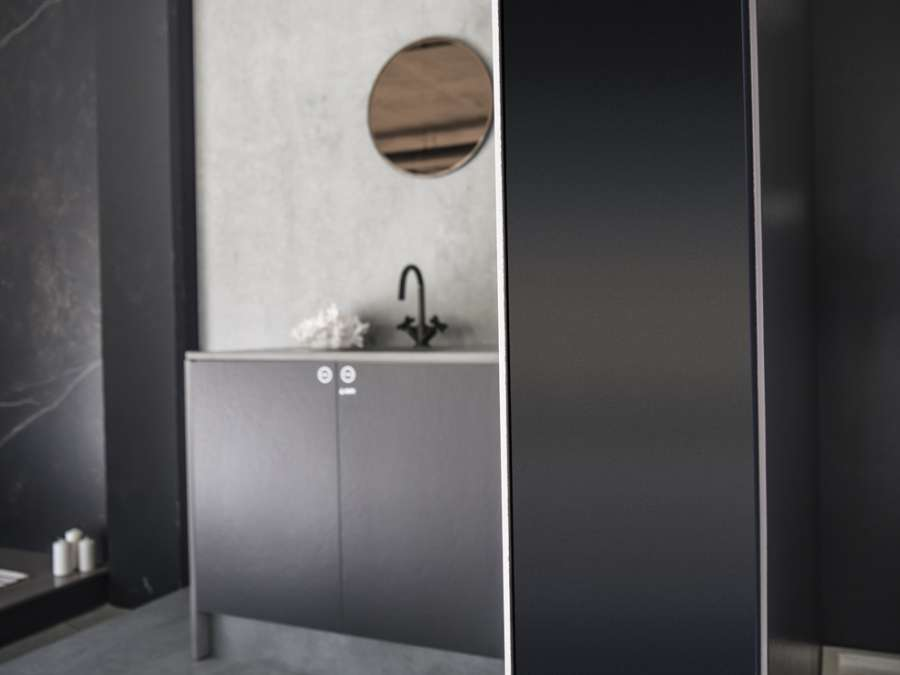 The ultra-compact Dekton® surface proposed in the new Slim format 3