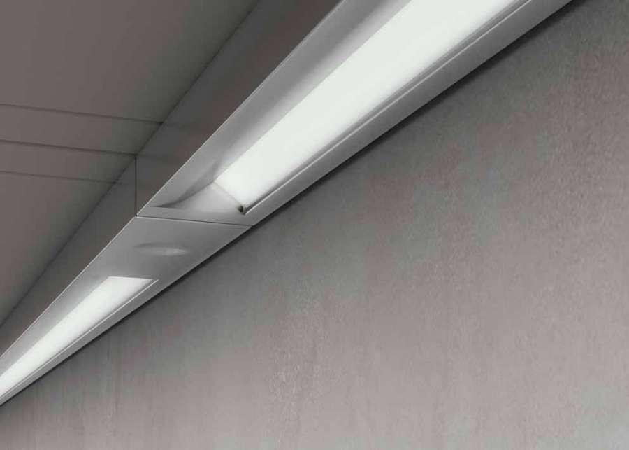 Blade di Domus Line: un profilo LED di superficie di soli 10mm di spessore 2