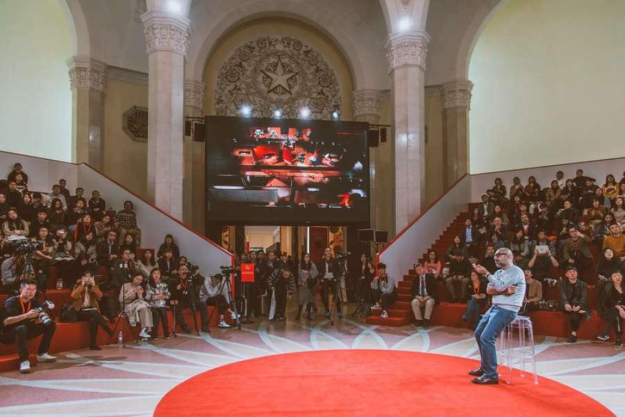 L'architetto Ferruccio Laviani durante il suo intervento alla Master Class