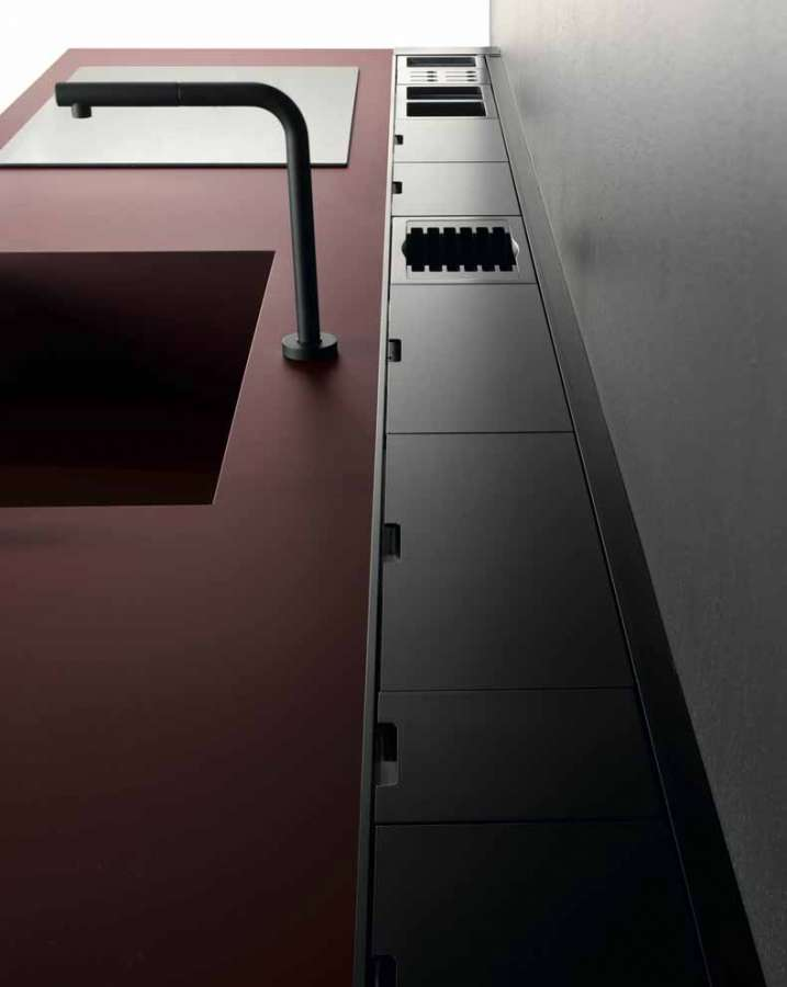 Kitchen Sei by Euromobil: unicolor Fenix NTM® red jaipur top with integrated bathtub
