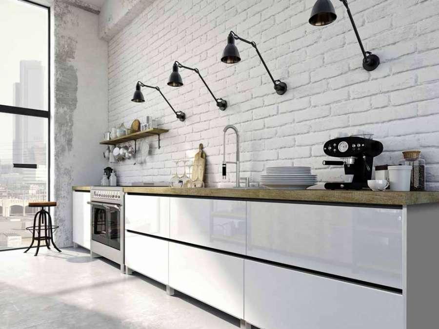 I profili maniglia scuri di Ostermann donano eleganza soprattutto a mobili con superfici chiare