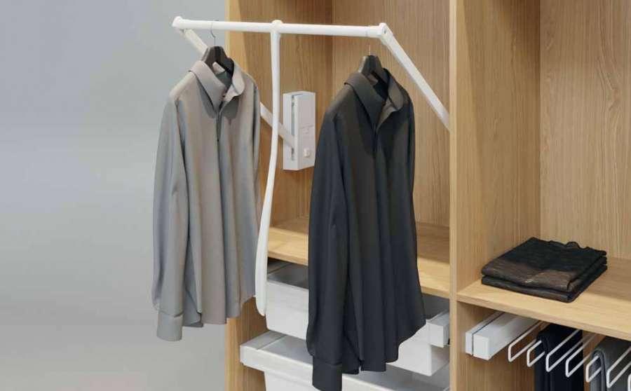 Accessori per armadi e cabine armadio DressCode di Häfele: il lift guardaroba