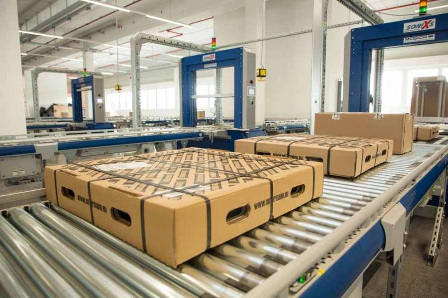 Grazie alla moderna logistica, ogni giorno vengono spediti fino a 6.000 articoli.
