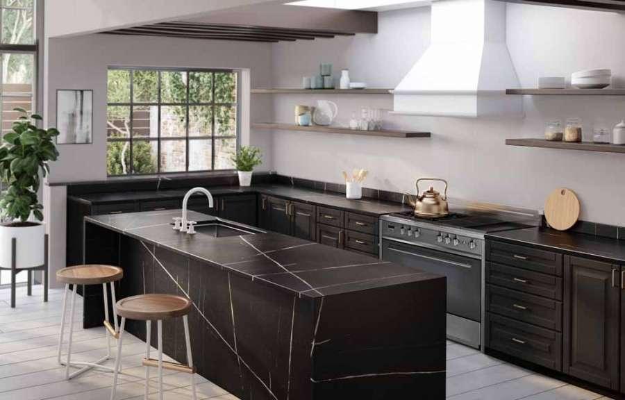 Cucina realizzata in Silestone Eternal Noir