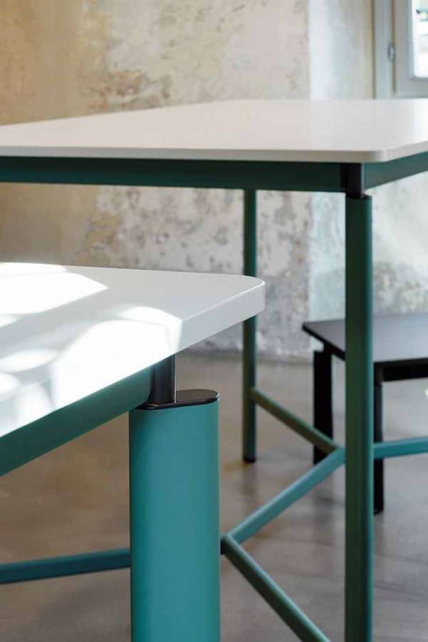Linear technology by Linak to develop height adjustable tables 0