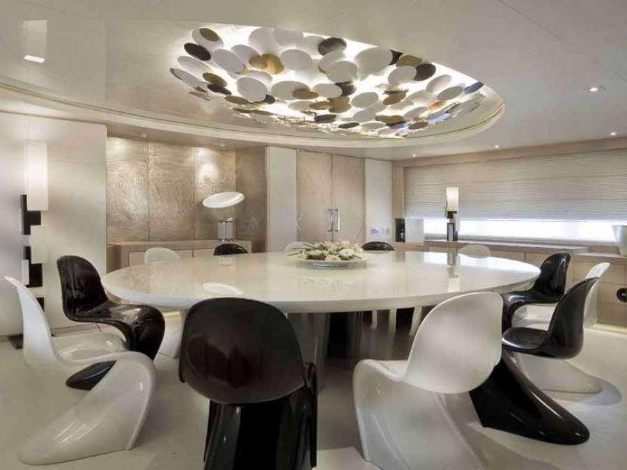 CFN Verniciatura tavolo-yacht laccato lucido