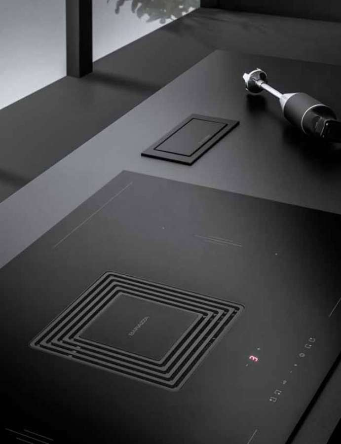 The flush integration of the hood into the induction hob makes Zero a functional product with a minimalist design