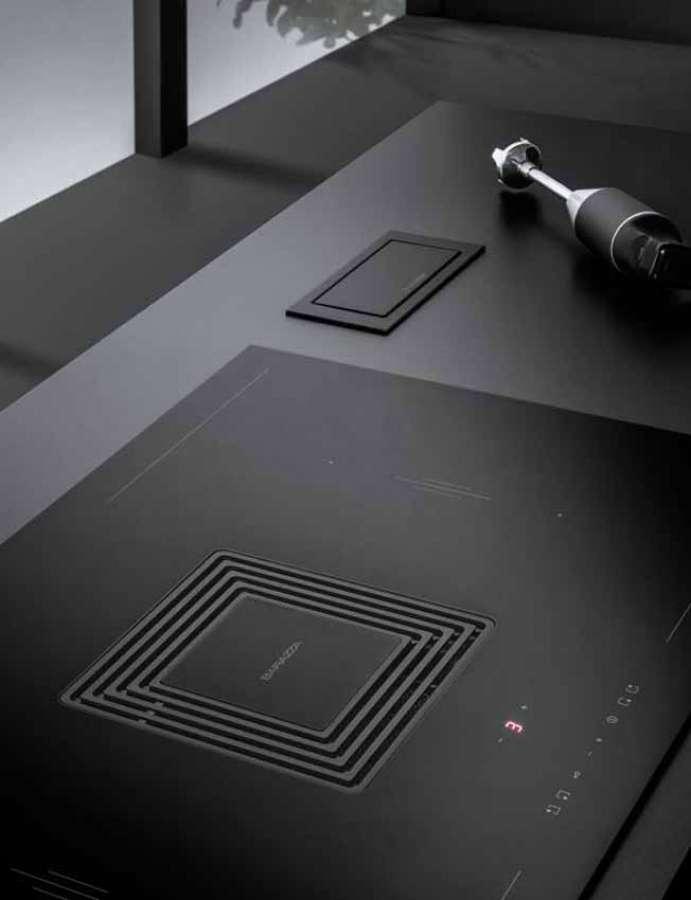 L'integrazione a filo della cappa nel piano a induzione rendono Zero un prodotto funzionale dal design minimalista