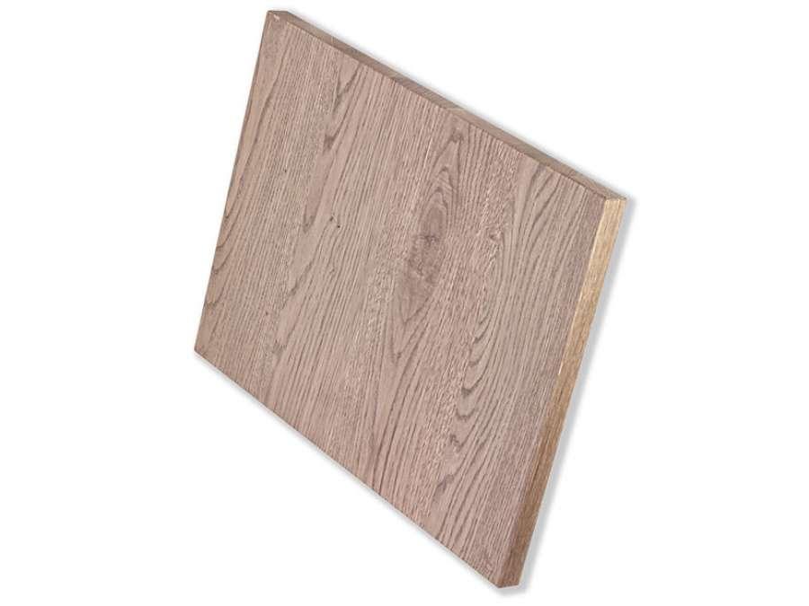 Offenporiger oder geschlossenporiger Mattlack auf Holzessenz